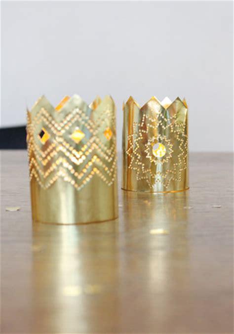 kronleuchter in gold weihnachtsdeko aus papier ein kronleuchter in gold