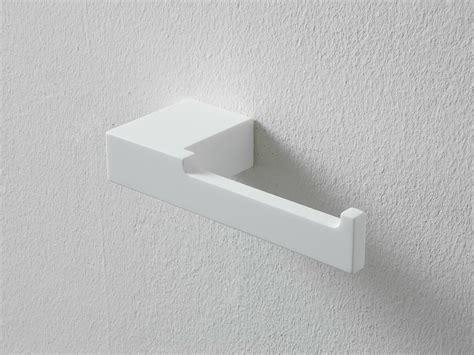designer toilettenpapierhalter ergo nomic toilettenpapierhalter aus korakril by rexa