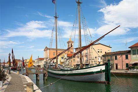 porto canale di cesenatico storia e bellezza porto canale leonardesco di
