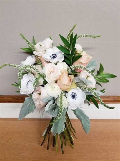 Wedding Bouquet Trends 2018 by 2018 Wedding Trends Gold And Navy Inspiration