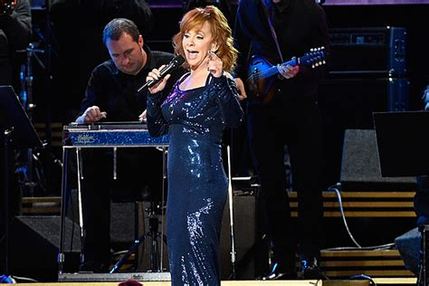 Flubs Dolly Parton Tribute reba mcentire flubs lyrics during dolly parton cmas tribute