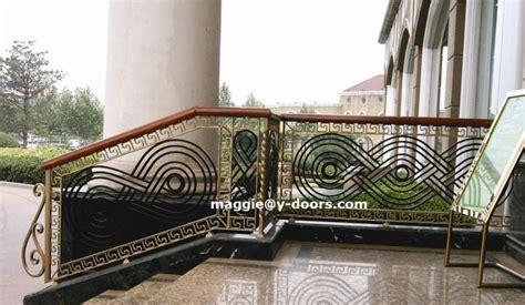 Ukuran Besar Logam Besi mordern desain tangga pagar besi tempa balkon pagar logam