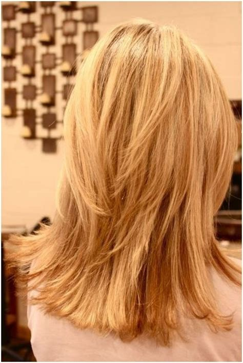 back view of mid length hair bob layered shoulder length hair back view