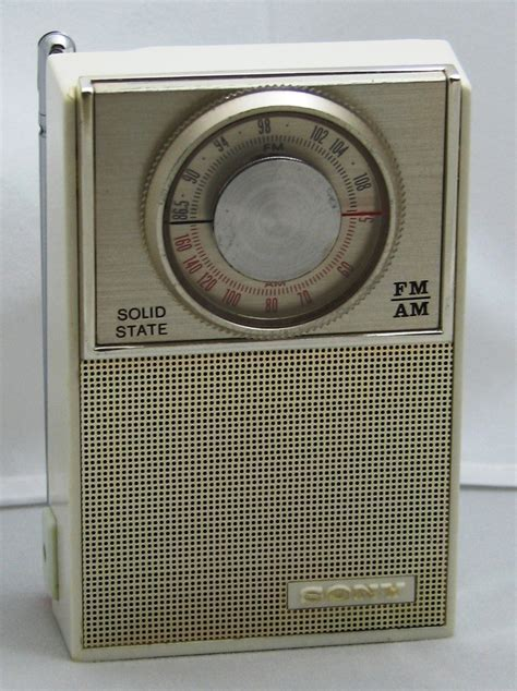 transistor extremely a vintage sony model 2f 23w am fm transistor radio it is a small radio measuring