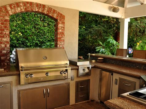 outdoor kitchen countertops pictures ideas from hgtv hgtv simple outdoor kitchen ideas pictures tips from hgtv hgtv