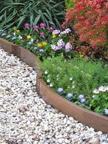 Charmant Petite Bordure De Jardin #1: bordures-de-jardin-plastique-imitation-bois-all%C3%A9e-gravier-blanc-parterre-fleuri.jpg