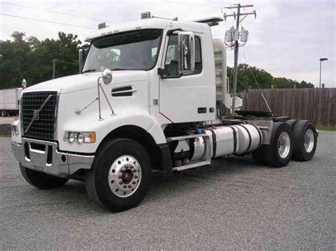 2011 volvo semi tractor volvo vhd64f 2011 daycab semi trucks