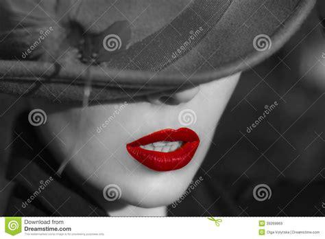 imagenes de labios a blanco y negro mujer en sombrero labios rojos imagen de archivo
