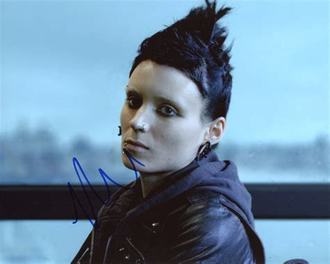 the girl with the dragon tattoo rooney mara rooney mara the with the autograph