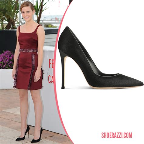 emma watson pinky ring emma watson in gianvito rossi pony hair pumps shoerazzi