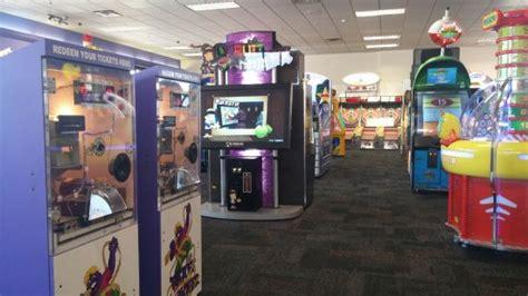 Chuck E Cheese Various Arcade Picture Of Chuck