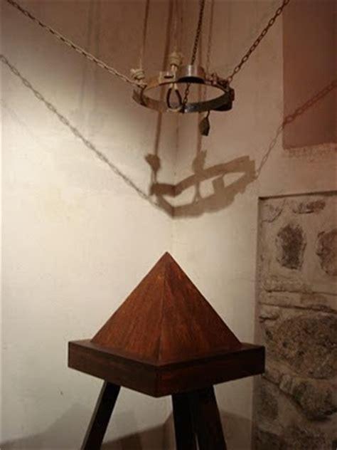 la cuna y la en ausencia de la luz instrumentos de tortura la cuna de