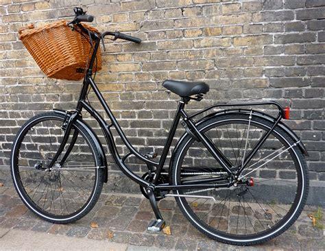 basket for bike best hybrid bikes with baskets best enthusiast