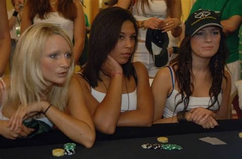 strip poker   play  naughty  fun game daily hawker