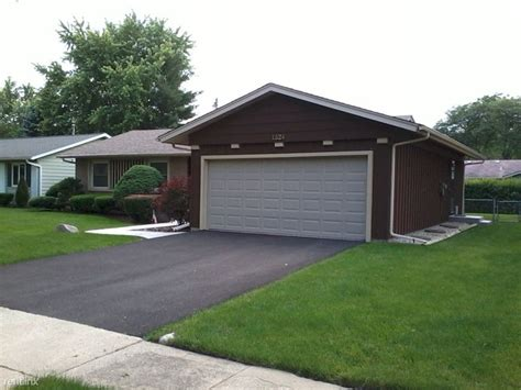 Elk Grove Apartments With Garages 1324 Carlisle Ave Elk Grove Il 60007 Rentals