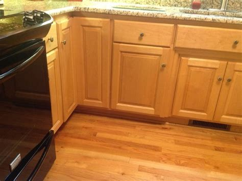 what color hardwood floor with maple cabinets need help with oak hardwook floor and