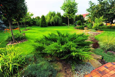 Landscape Helper 3 Benefits Of Hiring A Landscaper J R Services