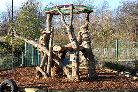 natural climbing structures challenge children s abilities