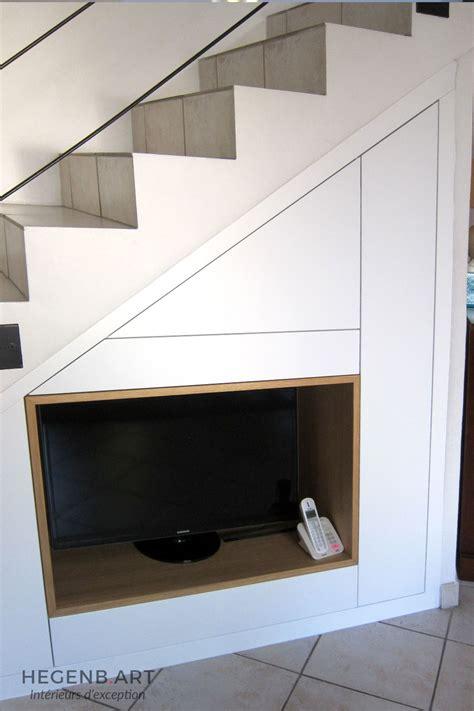 Supérieur Meuble Bois Sous Vasque #5: Meuble-tv-design-moderne-blanc-laque-sous-escalier-gagner-espace-rangement-menuiserie-Hegenbart-Aix-Marseille2.jpg