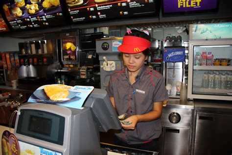Mba Working At Mcdonalds by Mcdonald S To Pay 3 75 Million To California Workers For