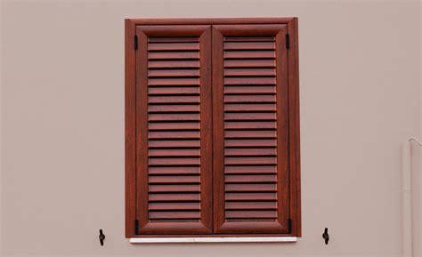 persiane legno prezzi persiane in alluminio finto legno prezzi e pro contro