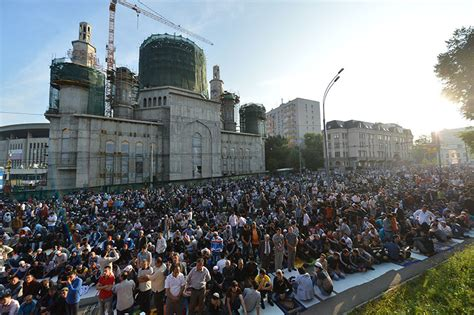 muslims celebrate eid al fitr in moscow rt in vision