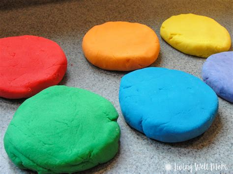 Handmade Playdough - easy playdough recipe in less than 10 minutes