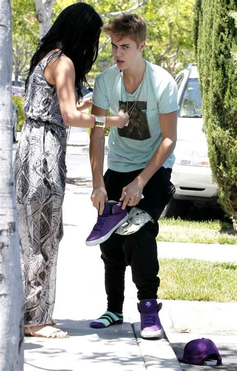 According To Snark Paparazzi Assault by Selena Gomez Is The Key Witness In Justin Bieber Paparazzi