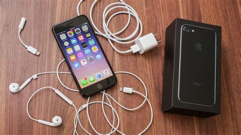 apple iphone  review      phone   headphone jack cnet