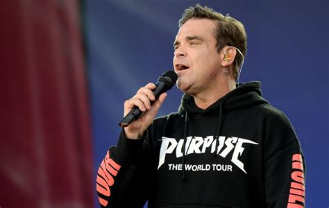robbie williams watch robbie williams change strong lyrics in tribute to
