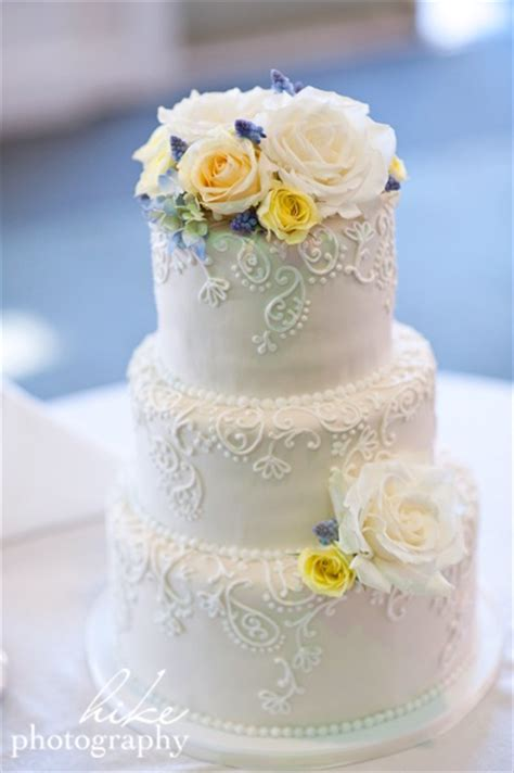 Robin 3 Tier Piped Wedding Paisley Royal Icing Piping And Simple Weddings On
