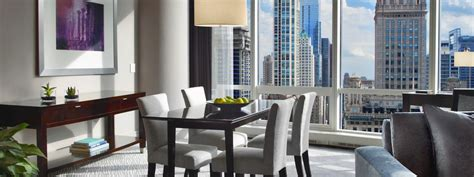 hotels with 3 bedroom suites in chicago suites in chicago trump chicago signature suites 2