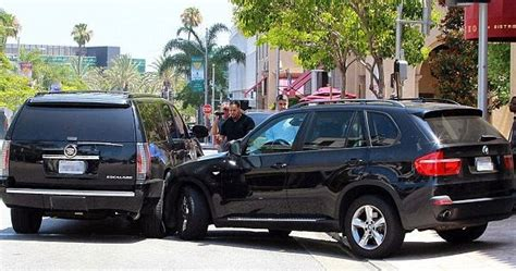 Justin Bieber Car Accident June 2012 | justin bieber gets into car accident after chase with