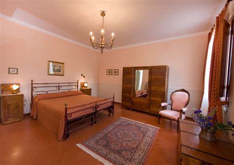 Pareti Rosa Antico by Camere Casale Degli Ulivi Charme Relax In Toscana