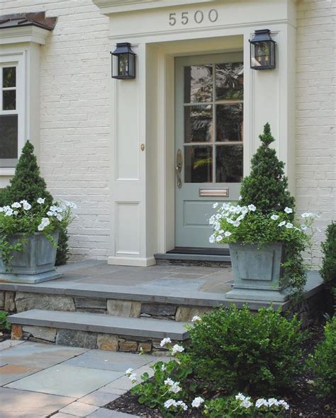 Planter Ideas For Front Doors by 25 Best Ideas About Front Door Planters On