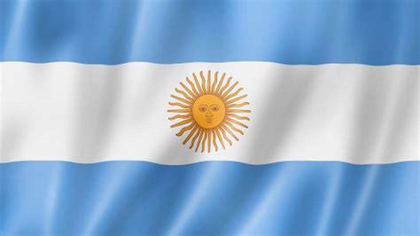 imagenes de las banderas historicas de la argentina revelan los verdaderos colores de la primera bandera