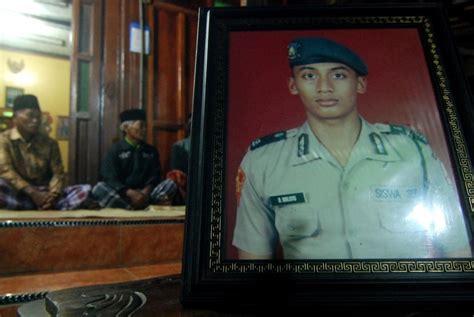 Inspirasi Paman Sam Budi Waluyo penyerahan jenazah korban pesawat polri tunggu operasi sar usai republika