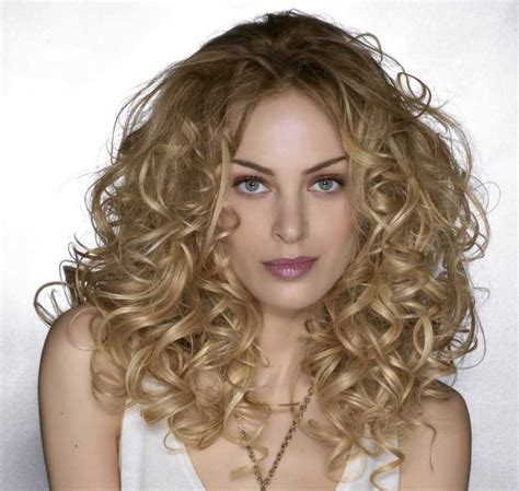 hairstyles corkscrew curls what design of curling iron to use that s foxy