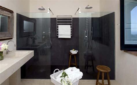 bagni in pietra lavica il bagno in sicilia ricrea un arredamento vulcanico con