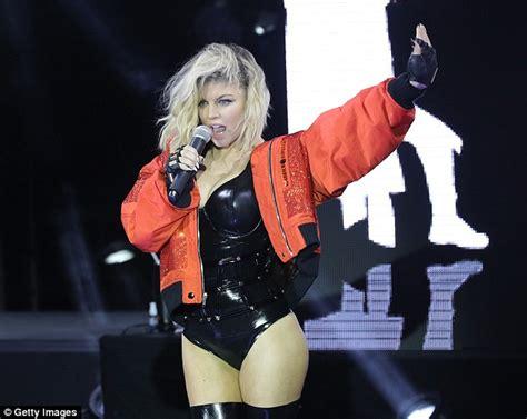 Fergie Looks Like Real Live by Fergie Looks Sensational In Bodysuit On