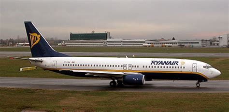 ryanair sede italia ryanair si avvicina alle agenzie viaggio oltre 200
