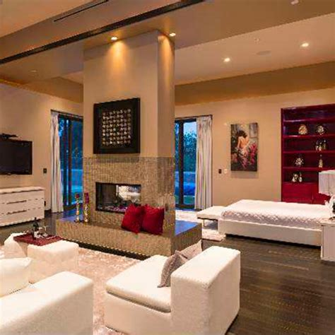 rihanna s bedroom rihanna puts la home on the market for 163 8 4 million news