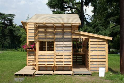 pallet house by i beam design 6 amazing ways to use shipping pallets in architecture 6