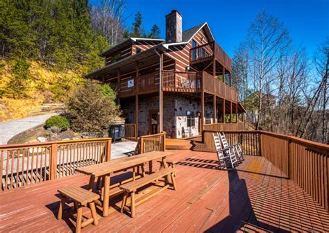 Cabins In Pigeon Forge And Gatlinburg by Gatlinburg Cabins Pigeon Forge Cabins Specials And