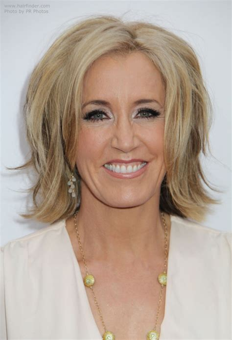 hair styles with flips for women felicity huffman mid length hairstyle with an hourglass