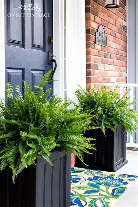 put  pot   front door