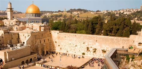 leave a prayer note on the western wall during a trip to