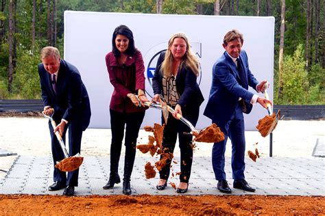 volvo cars begins construction   south carolina manufacturing plant volvo car group