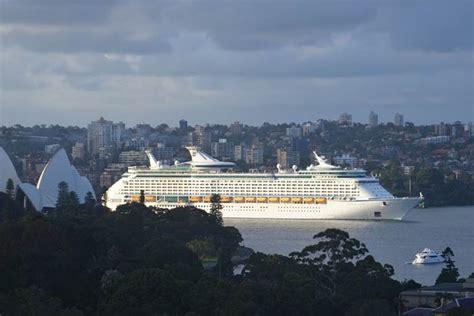 royal caribbean passenger recounts terrifying 12 hours on voyage of the seas cruise ship fitbudha com