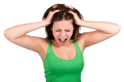 dolor cuero cabelludo mujer causas por las que te duele el cuero cabelludo o se te cae